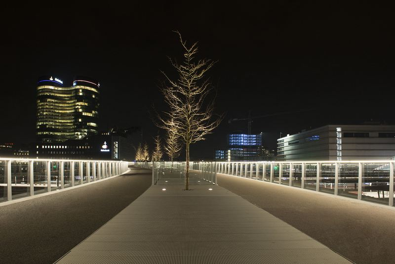 Q-CAT Lighting - LED Linear Venus TV lijnverlichting Moreelsbrug Utrecht foto Rob van der Lingen